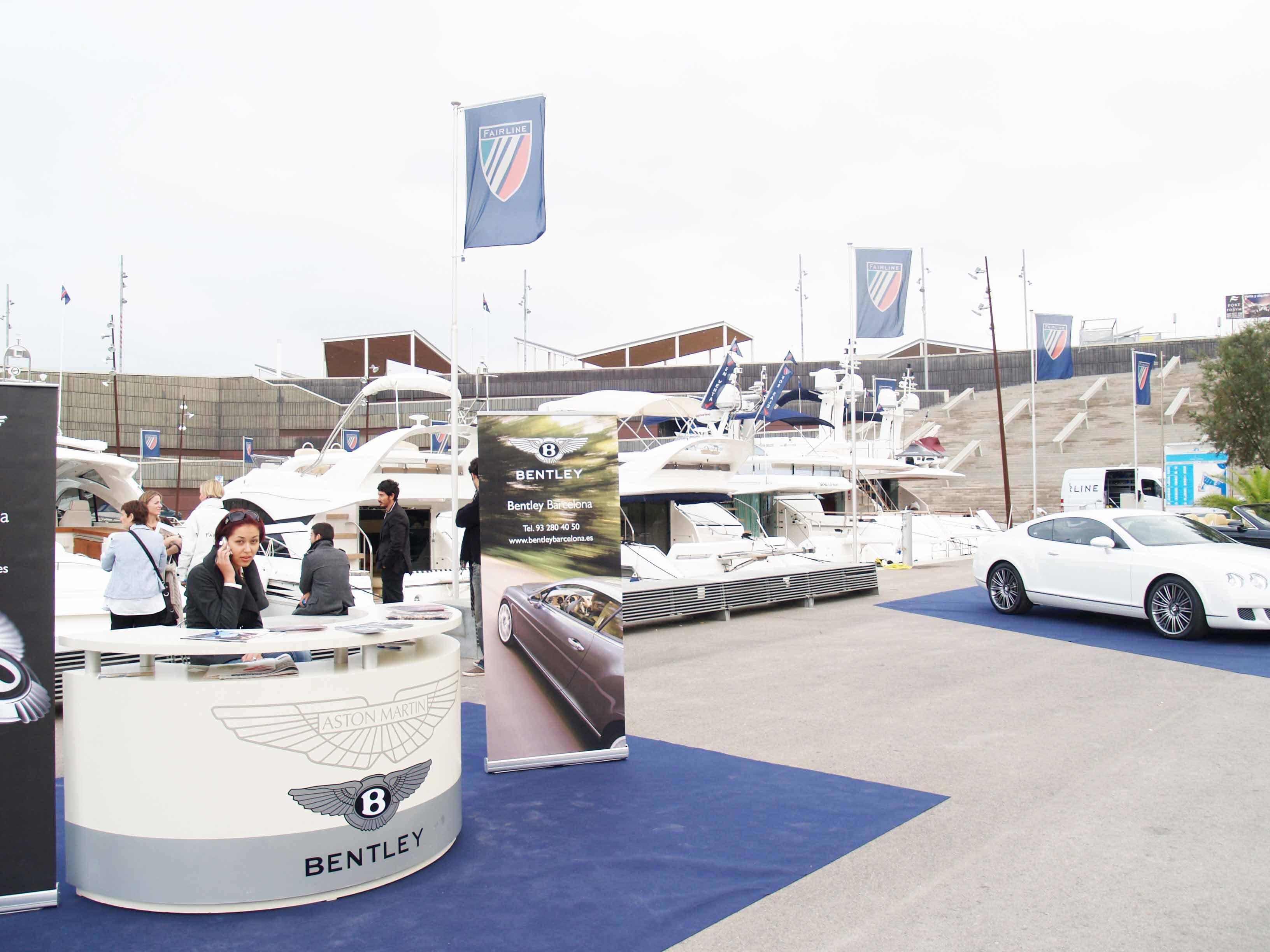 En las jornadas, hubo una muestra de los coches de alta gama Aston Martin y Bentley.